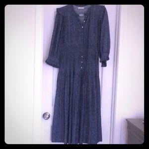 Lovely cornflower blue Dôen Dress size medium.